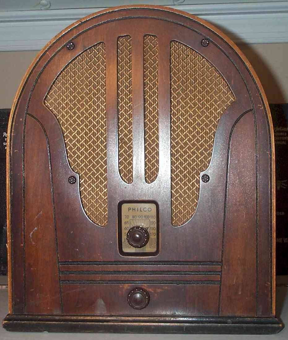 1935 Philco Model 84 Cathedral (Late Version)